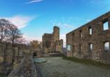 Genießen Sie die Mittelalterromantik an der Burgruine Windeck.