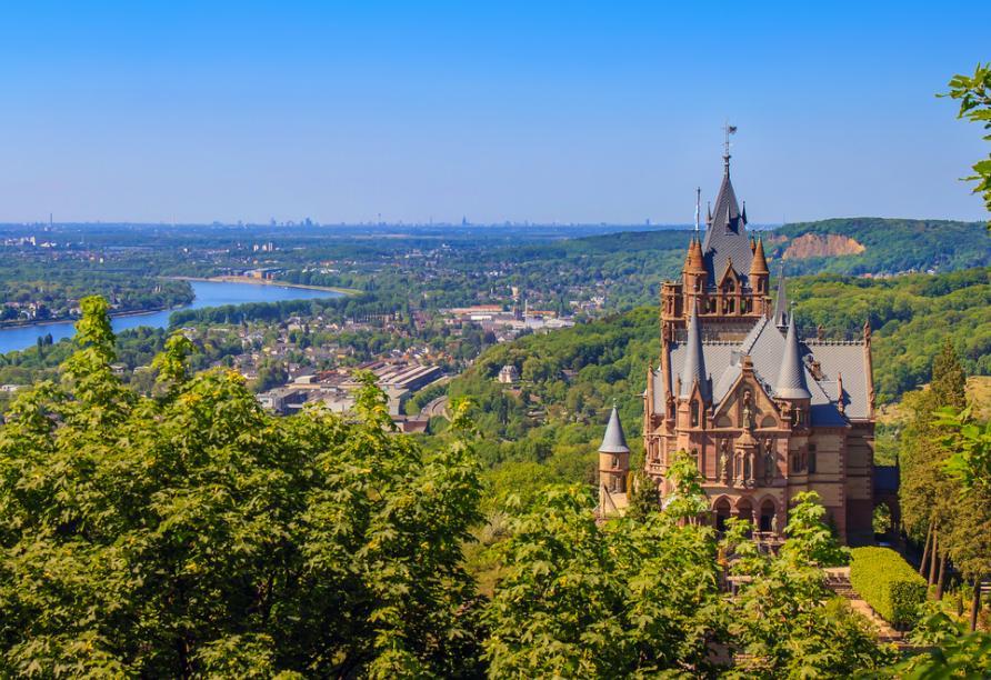 Der Drachenfels mit Burg bei Bonn
