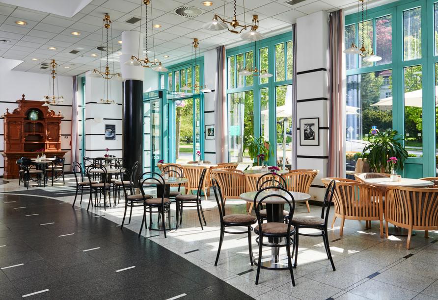 Im hoteleigenen Café werden Sie unter anderem mit Kaffee und hausgemachten Desserts verwöhnt.