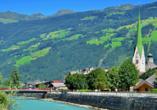Ihr Urlaubsort Zell liegt direkt am Fluss Ziller.