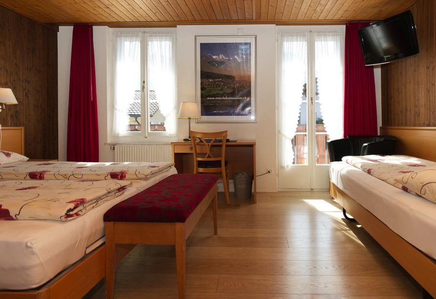 Beispiel eines Dreibettzimmers Standard im Hotel Rössli in Interlaken.