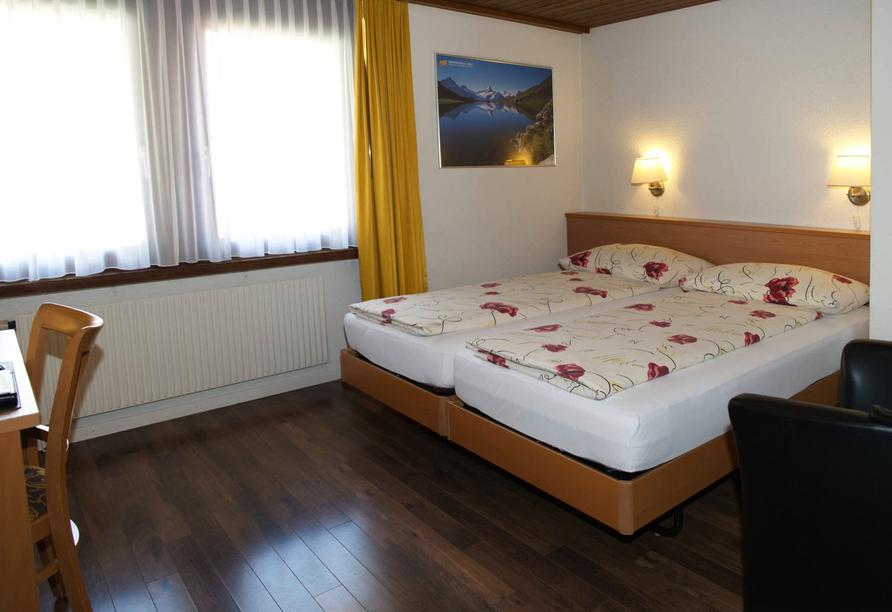 Beispiel eines Doppelzimmers Standard im Hotel Rössli in Interlaken.