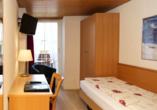 Beispiel eines Einzelzimmers Standard im Hotel Rössli in Interlaken.