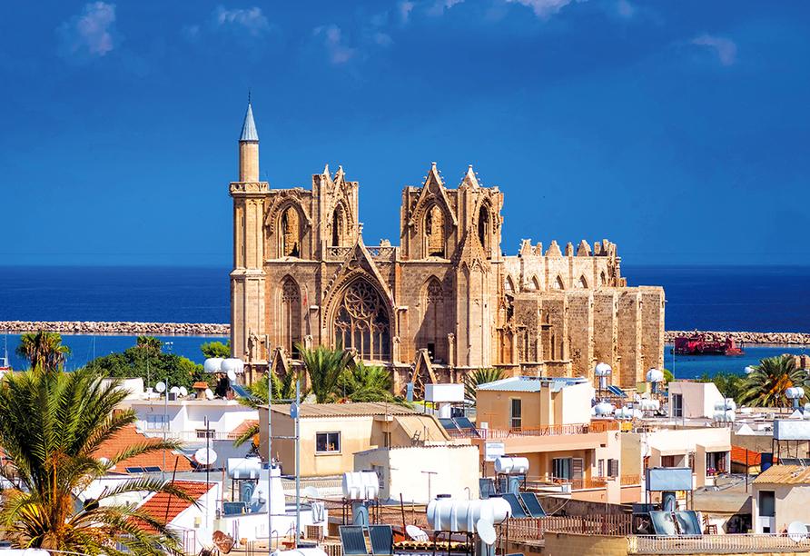 Der Norden Zyperns und seine unberührte Natur, Lala Mustafa Pascha-Moschee in Famagusta