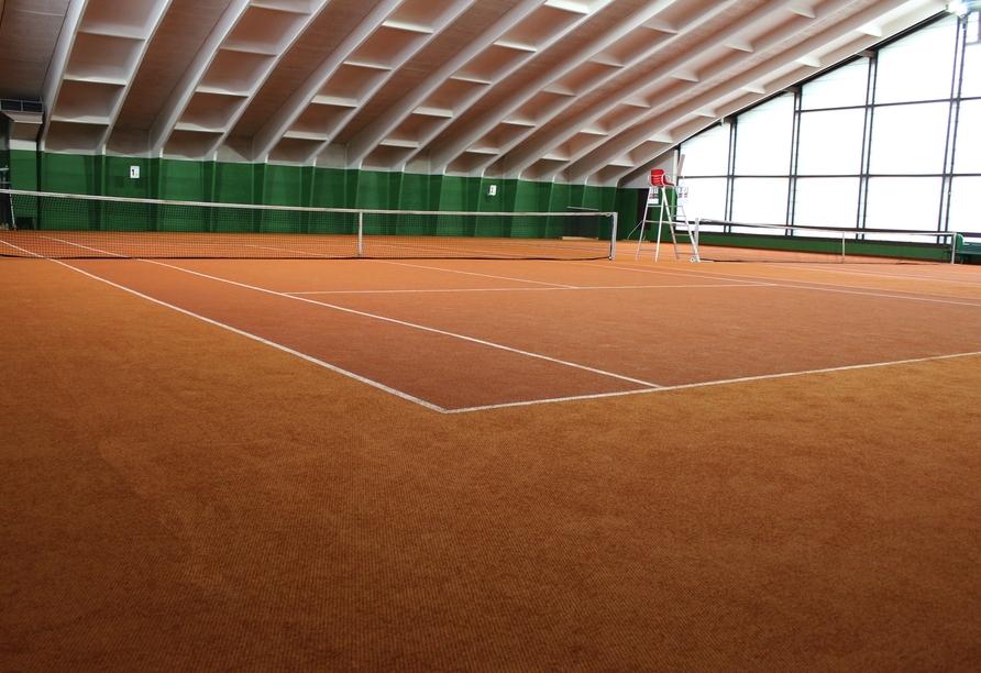 Neben den Tennisplätzen im Freien bietet Ihr Hotel auch eine Tennishalle.