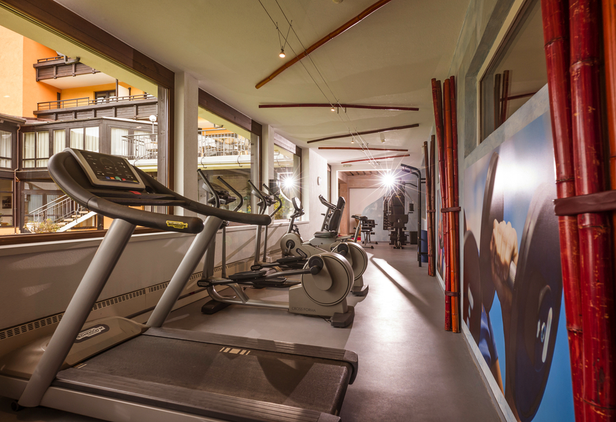 Der Fitnessraum bietet allles, was das Sportlerherz begehrt.
