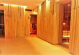 Entspannen Sie in der Sauna im Wellnessbereich.