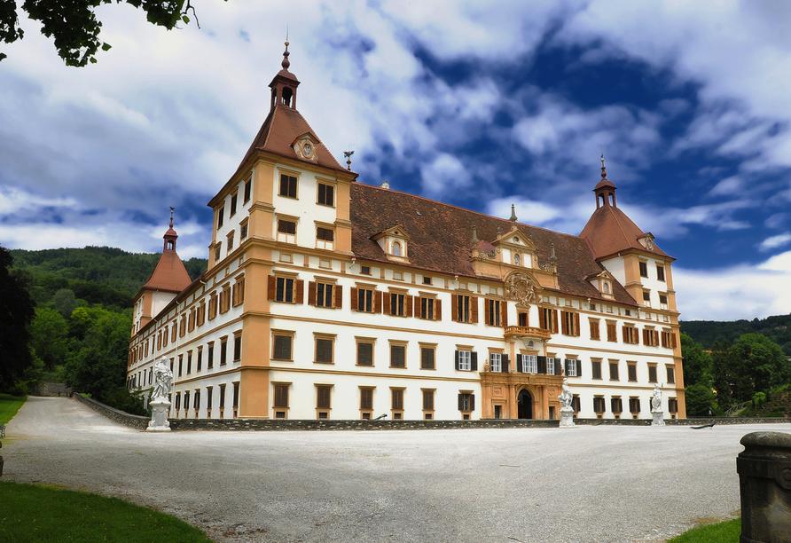 Das Schloss Eggenberg beeindruckt nicht nur mit seiner Größe, sondern auch mit der präzisen Bauweise, die sich am Universum orientiert.