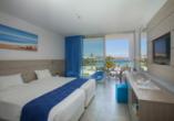 Hotel Limanaki Beach, Beispiel eines Doppelzimmers Superior Pool- und Meerblick