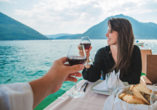 Hotel Limanaki Beach, Paar mit Wein