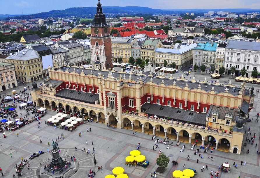 Der große Marktplatz und die Tuchhallen in Krakau sind sehr beliebt.