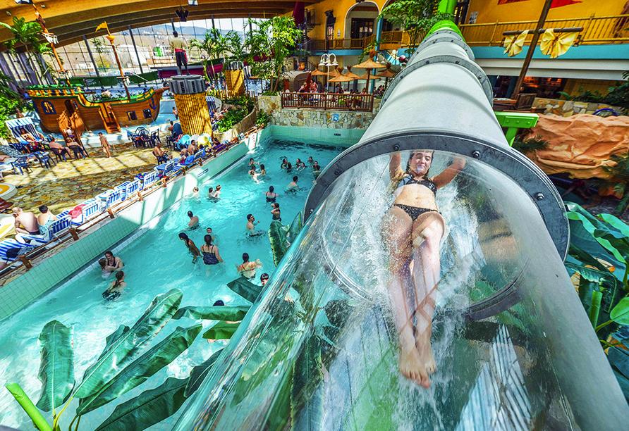 Erleben Sie eine aufregende Zeit im AquaMagis Wasser- und Rutschenpark!