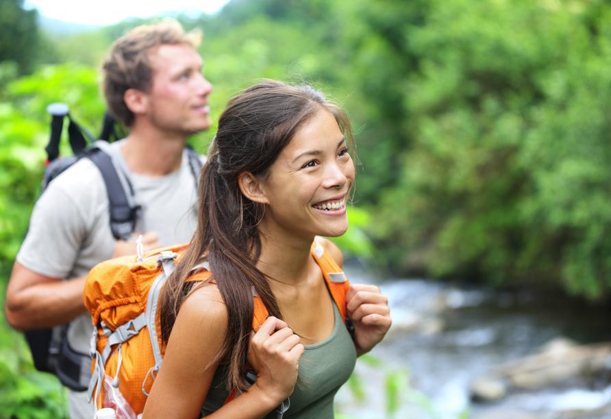 Erkunden Sie die idyllische Natur rund um Plettenberg bei einer Wanderung.