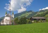 Die kleine Gemeinde Brixen im Thale begrüßt Sie.