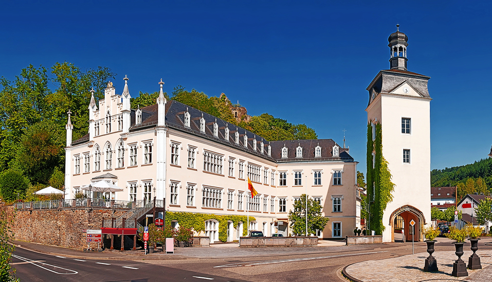 Das Schloss Sayn begrüßt Sie im Stadtteil Sayn in Bendorf.