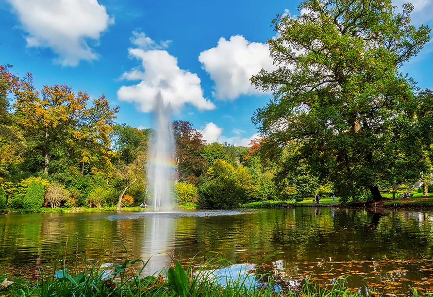 Der Schlosspark lädt zum Spazieren ein.