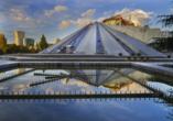 Entdecken Sie die Pyramide von Tirana.