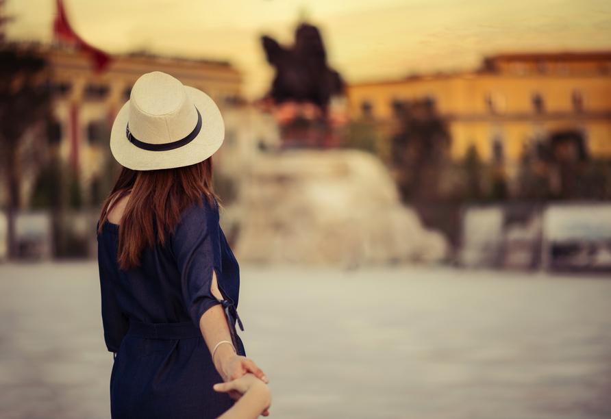 Statten Sie der Landeshauptstadt Tirana einen Besuch ab.