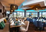 Leckeres Essen erwartet Sie im stilvollen Restaurant des Hotels.