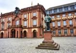 Die wohl schönste Universität Deutschlands ist gleichzeitig das zweitgrößte Barockschloss Europas und sehr sehenswert.