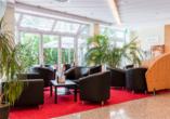 Der Lobbybereich des AZIMUT Hotels Dresden
