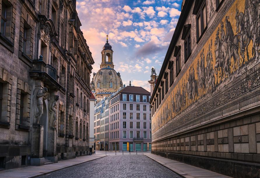 Das größte Wandbild aus Porzellan der Welt zeigt die Ahnengalerie des herrschenden Adels aus 700 Jahren in Sachsen: Der Fürstenzug.
