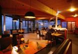Das Restaurant lädt mit einer gemütlichen Atmosphäre zum Verweilen ein.