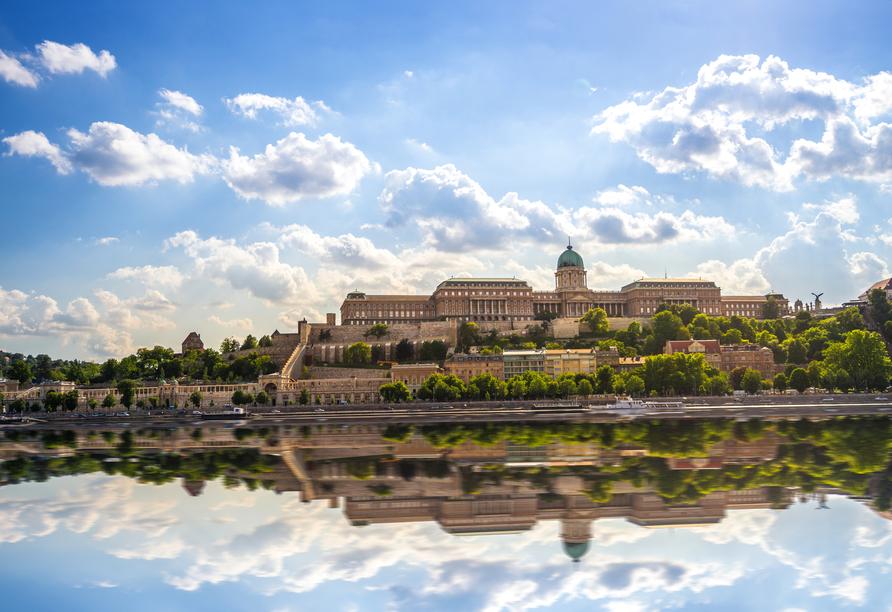 Das größte Gebäude Ungarns: Der Burgpalast in Budapest beherbergt Museen, Nationalgalerie und Nationalbibliothek.