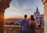 Genießen Sie von der Fischerbastei einen atemberaubenden Blick über Budapest.