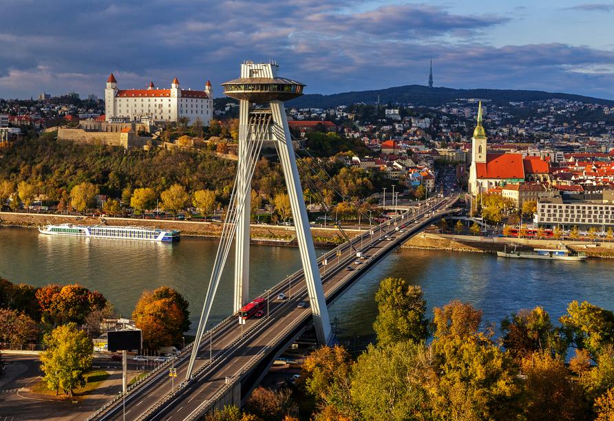 In 95 m Höhe auf dem UFO finden Sie ein Café, Restaurant und eine Aussichtsplattform mit tollem Blick über Bratislava.