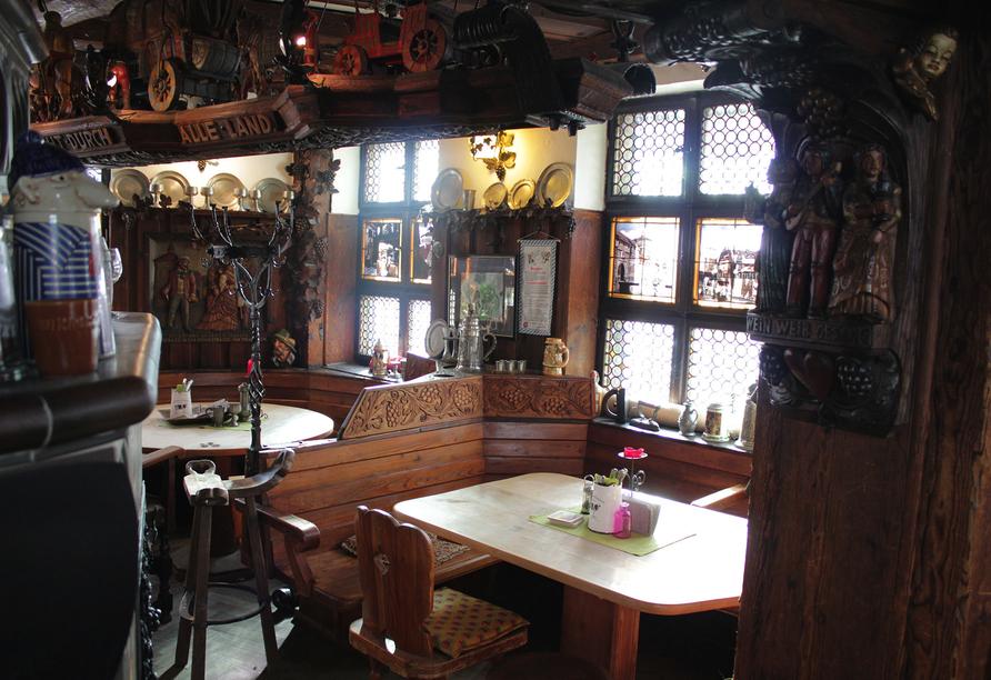 Bei Buchung des Ausflugspakets genießen Sie ein leckeres Essen im Restaurant Trödelstuben direkt in der Nürnberger Altstadt.