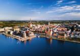 Rostock ist geprägt von gotischer Architektur und hanseatischem Flair.