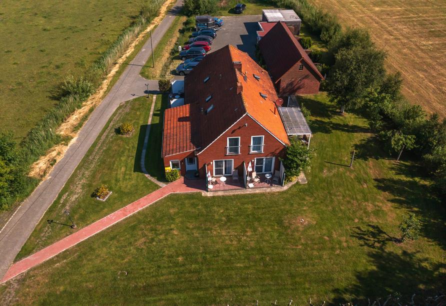 Hotel & Restaurant Nordstern in Neuharlingersiel, Luftansicht