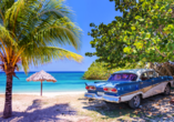 Kombination aus Städteerlebnis und unberührtem Urlaubsparadies, Oldtimer am Strand