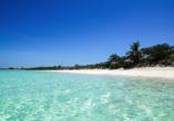 Kombination aus Städteerlebnis und unberührtem Urlaubsparadies, Strand Cayo Santa María