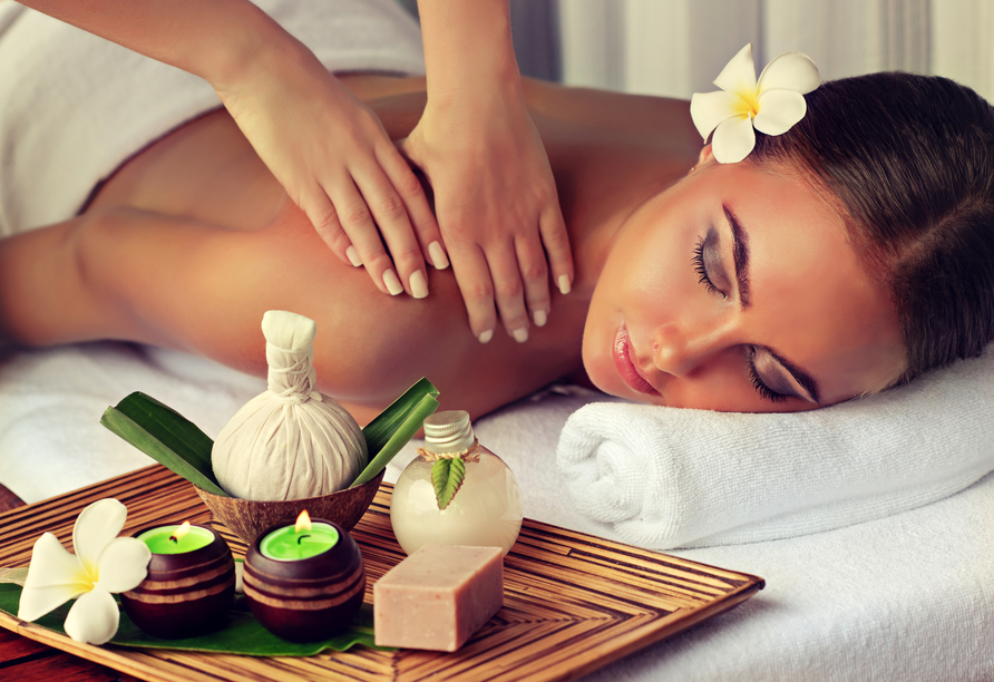 Lassen Sie es sich bei einer erholsamen Massage im Wellnesshotel Rothfuss gutgehen!