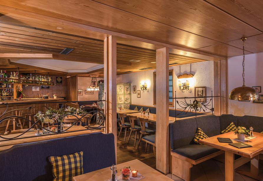 An der Bar mit Kamin können Sie den Abend in Ruhe ausklingen lassen.