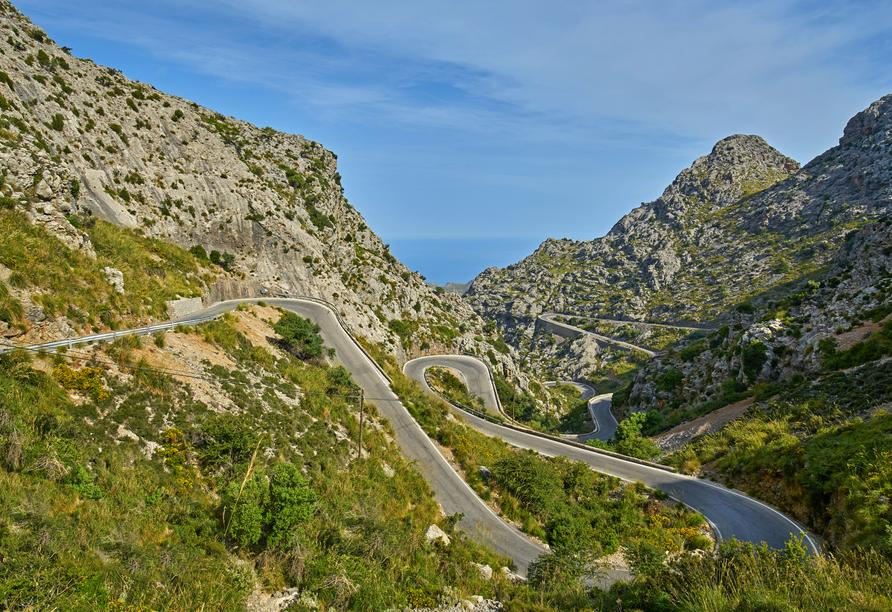 Abenteuerliche Serpentinen führen durch die beeindruckende Gebirgskette Serra de Tramuntana.