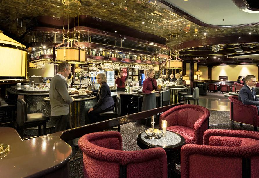 Schließen Sie neue Freundschaften an der Bar des Maritim Hotels Bonn.