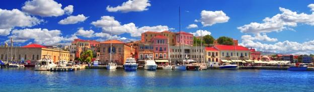 Panoramablick auf den Hafen von Chania
