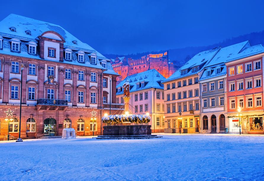Der Blick vom Rathausplatz auf das Heidelberger Schloss lohnt sich.