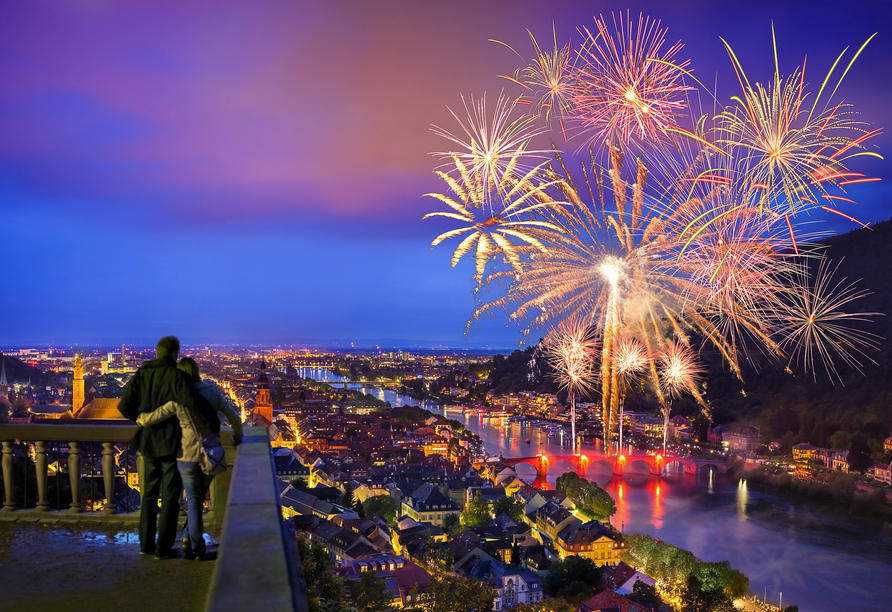 Lassen Sie sich an Silvester vom beleuchteten Heidelberg verzaubern.