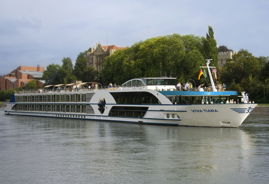 Die MS VIVA TIARA begrüßt Sie an Bord.