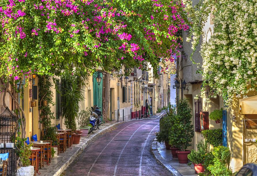 Sie unternehmen einen Spaziergang durch die romantischen Gassen von Poros-Stadt.