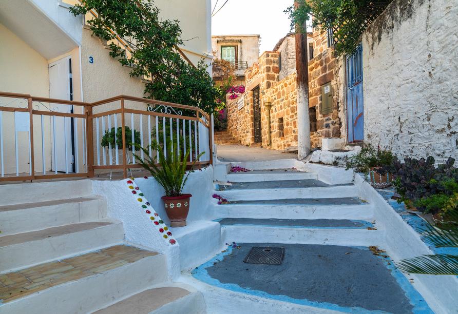 Freuen Sie sich auf einen Besuch der malerischen Hafenstadt Poros.
