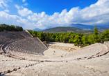 Epidaurus ist die bedeutendste antike Kultstätte für den Heilgott Asklepios und dessen Vater Apollon.