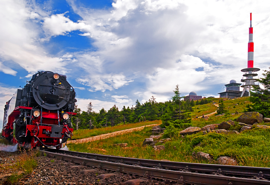 Mit der Brockenbahn lässt sich der Gipfel des Brockens zügig erklimmen.