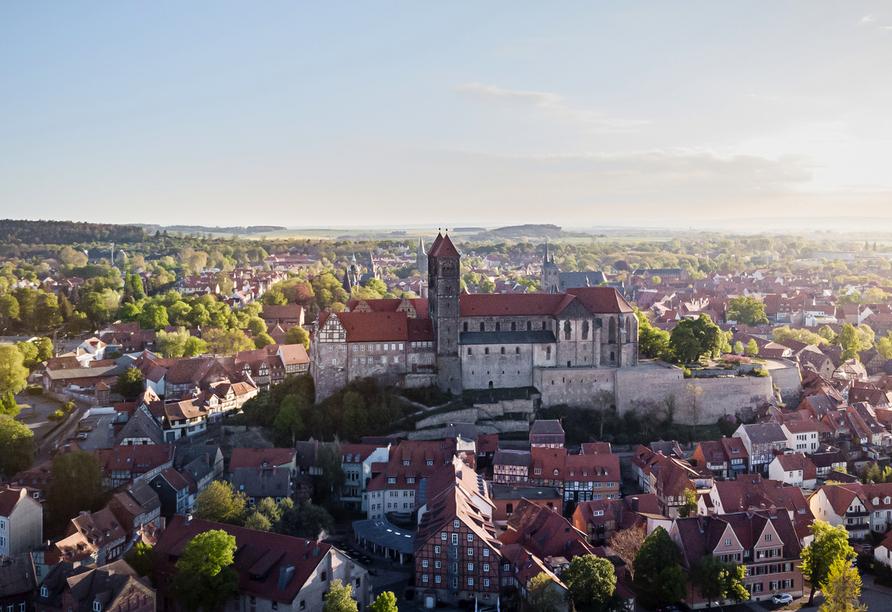Das Schloss von Quedlinburg und die Stiftskirche dürfen bei einem Tagesausflug nicht fehlen.