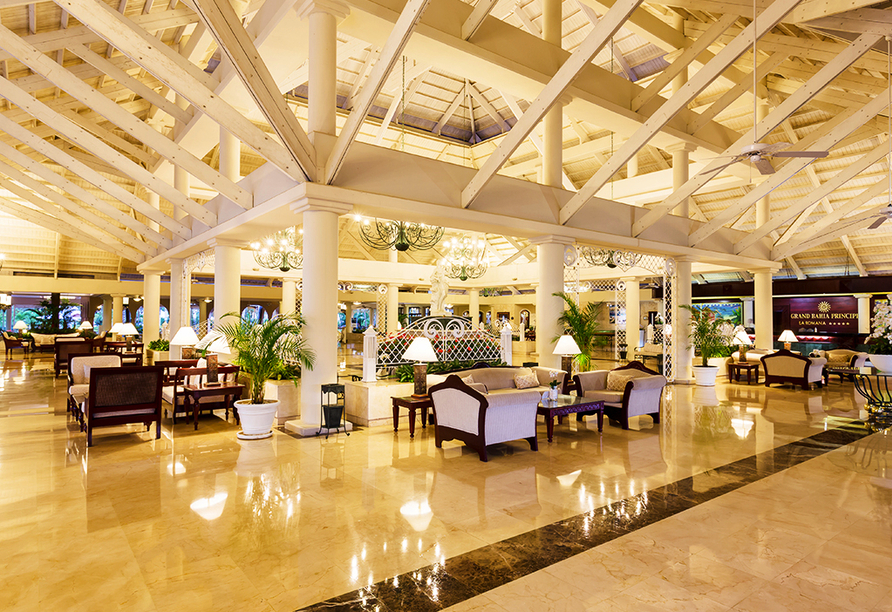 Stilvoll in hellen Farben empfängt Sie das Hotel Bahia Principe Grand La Romana.