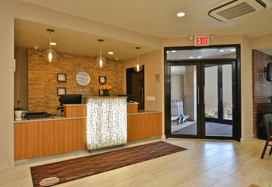 Comfort Inn Midtown West, Rezeption